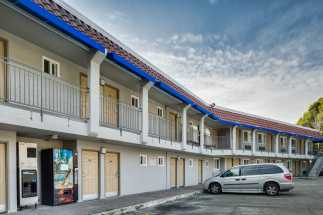 Americas Best Value Inn Richmond - Ample Parking