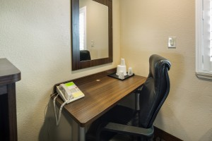 Perfect for business travelers: work desk, phone and free WiFi