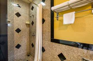 Americas Best Value Inn Richmond - Full granite shower